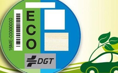 Cómo y dónde adquirir la etiqueta medioambiental de la DGT, y cuánto cuesta